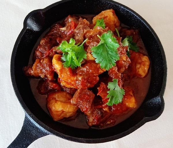 Bữa tối hao cơm với món bò om cà chua mềm ngon - 4