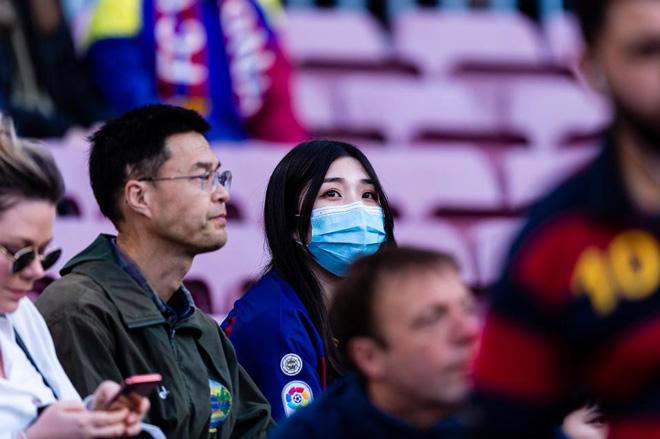 NÓNG: Barcelona có ca dương tính Covid-19 đầu tiên, lo lắng Messi - 2