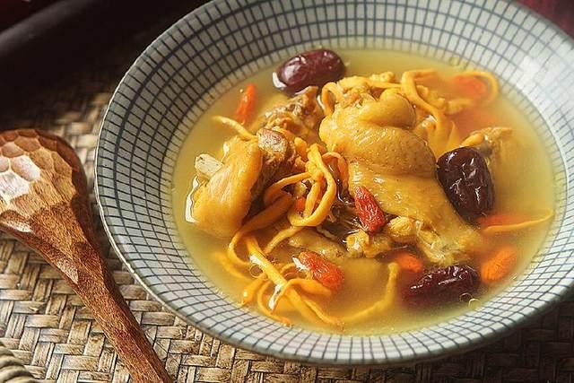 Không chỉ là món súp gà thông thường, cách nấu này sẽ là một bài thuốc tăng cường sức khỏe - 1