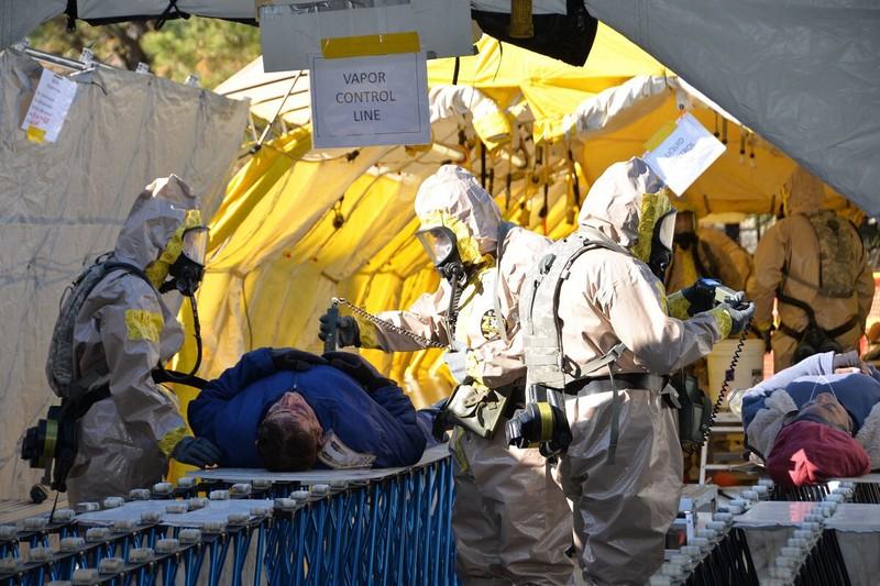 Báo Mỹ: Cảnh báo 81.000 người Mỹ tử vong vì COVID-19 - 1