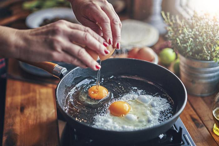 Ăn 2 quả trứng mỗi ngày có làm tăng cholesterol không? Bác sĩ chỉ ra một sự thật bất ngờ - 2