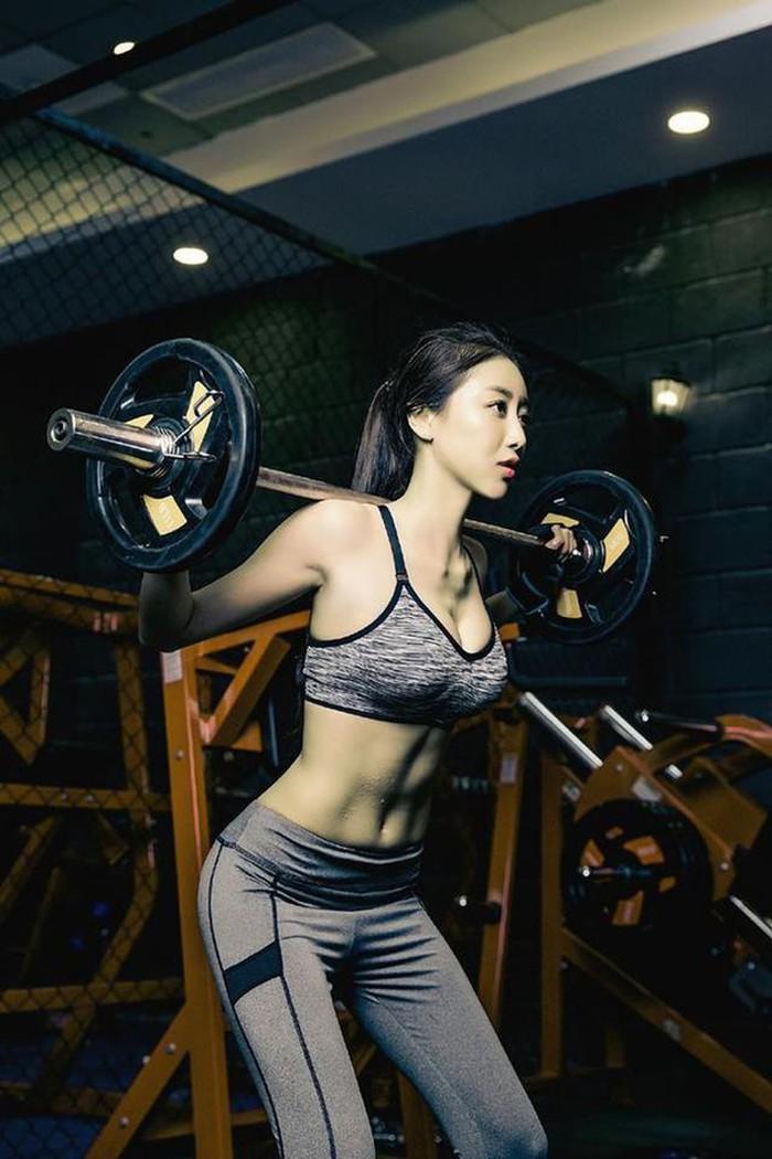 Phụ nữ Trung Quốc khổ công giữ dáng: Đấm đá như đàn ông, xoạc chân thẳng như thước - 6