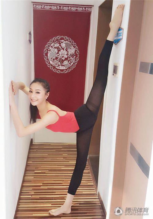 Phụ nữ Trung Quốc khổ công giữ dáng: Đấm đá như đàn ông, xoạc chân thẳng như thước - 8
