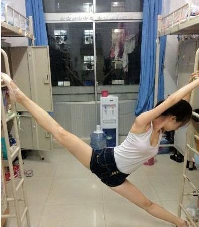 Phụ nữ Trung Quốc khổ công giữ dáng: Đấm đá như đàn ông, xoạc chân thẳng như thước - 11