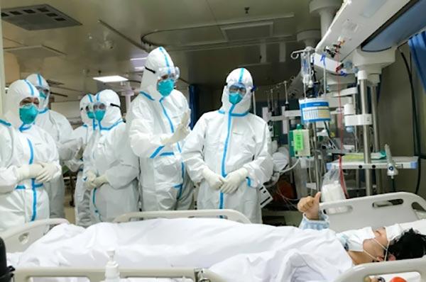 """Nhân viên y tế lây nhiễm Covid-19, làm sao để bảo vệ các """"chiến sĩ tuyến đầu""""? - 1"""