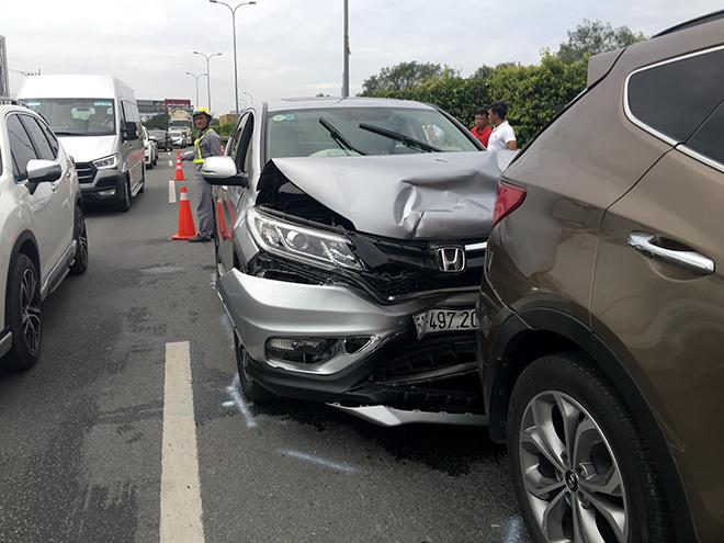 4 ô tô đâm nhau trên cao tốc trong ngày đầu năm mới - hình ảnh 3