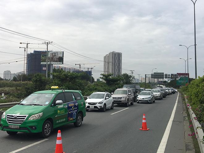 4 ô tô đâm nhau trên cao tốc trong ngày đầu năm mới - hình ảnh 4