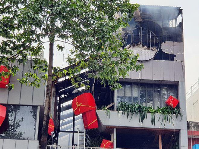 """""""Biển lửa"""" bao trùm nhà hàng buffet ở Sài Gòn, nhiều người tháo chạy - hình ảnh 4"""
