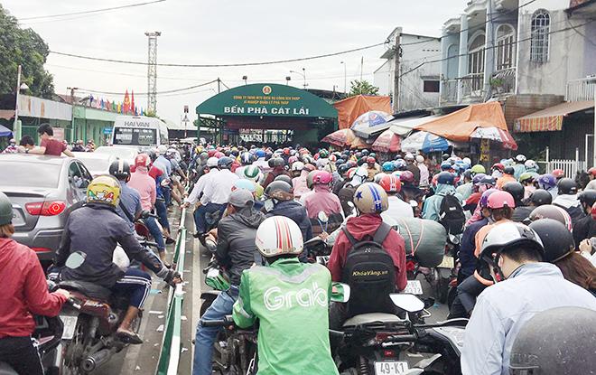 """Người dân đổ xô đi nghỉ Tết Dương lịch 2021 và cảnh """"rồng rắn"""" từ sáng đến trưa ở cửa ngõ Sài Gòn - hình ảnh 1"""