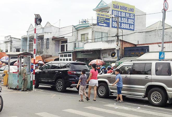 """Người dân đổ xô đi nghỉ Tết Dương lịch 2021 và cảnh """"rồng rắn"""" từ sáng đến trưa ở cửa ngõ Sài Gòn - hình ảnh 10"""
