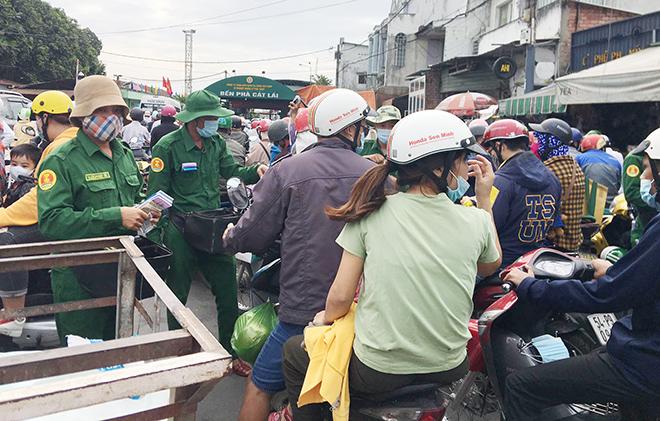 """Người dân đổ xô đi nghỉ Tết Dương lịch 2021 và cảnh """"rồng rắn"""" từ sáng đến trưa ở cửa ngõ Sài Gòn - hình ảnh 14"""