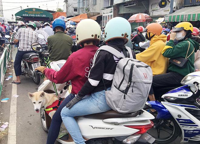 """Người dân đổ xô đi nghỉ Tết Dương lịch 2021 và cảnh """"rồng rắn"""" từ sáng đến trưa ở cửa ngõ Sài Gòn - hình ảnh 3"""