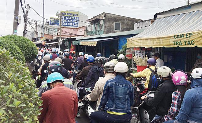 """Người dân đổ xô đi nghỉ Tết Dương lịch 2021 và cảnh """"rồng rắn"""" từ sáng đến trưa ở cửa ngõ Sài Gòn - hình ảnh 4"""
