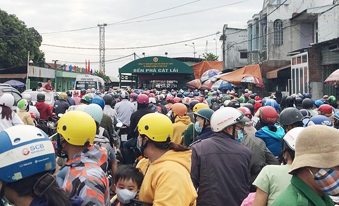 """Người dân đổ xô đi nghỉ Tết Dương lịch 2021 và cảnh """"rồng rắn"""" từ sáng đến trưa ở cửa ngõ Sài Gòn - hình ảnh 8"""