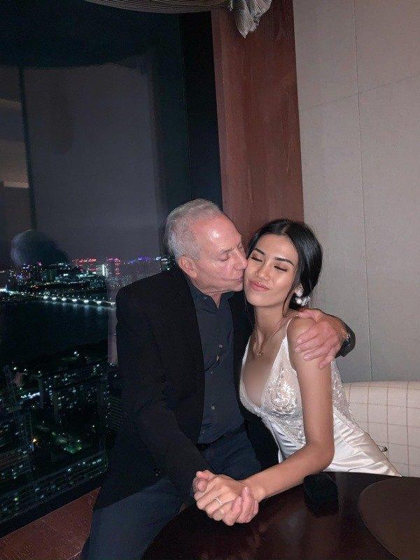 Cô gái Việt 26 tuổi cưới đại gia 72 tuổi, bạn trai cho ở khách sạn 5 sao, sống đẳng cấp - 2