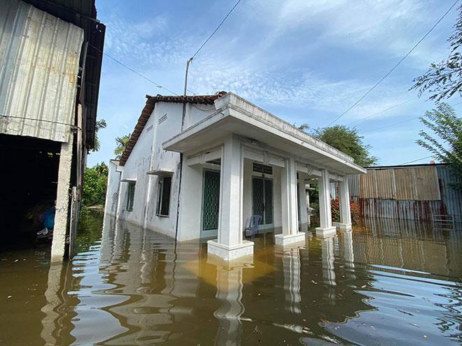 """Đường ở TP Thủ Đức ngập cả ngày, dân """"bơi"""" trong nước bẩn dù trời không mưa - hình ảnh 16"""