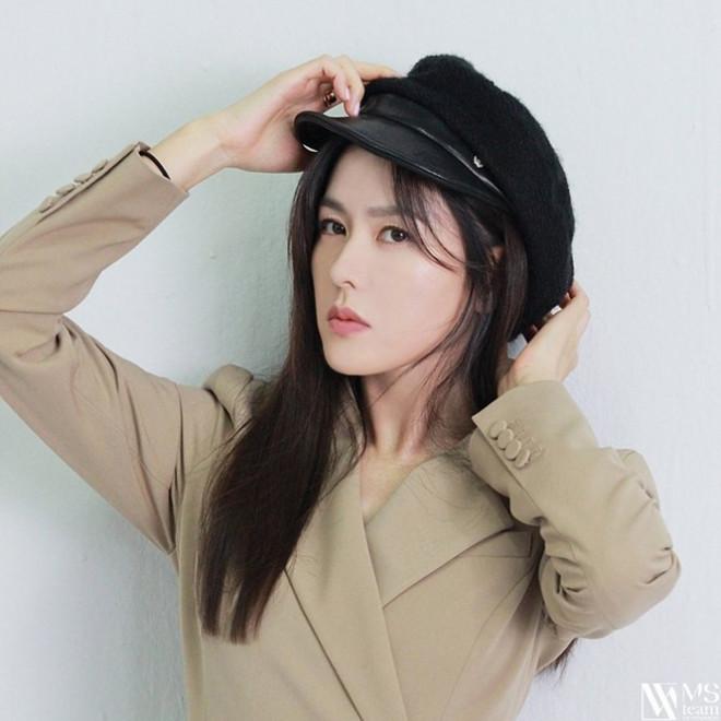 """Học ngay """"chị đẹp"""" Son Ye Jin cách dùng phụ kiện cho tóc xinh đẹp ấn tượng trong mùa Đông - 6"""