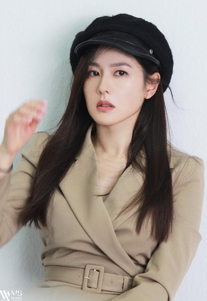 """Học ngay """"chị đẹp"""" Son Ye Jin cách dùng phụ kiện cho tóc xinh đẹp ấn tượng trong mùa Đông - 7"""