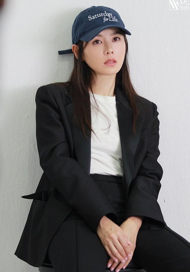 """Học ngay """"chị đẹp"""" Son Ye Jin cách dùng phụ kiện cho tóc xinh đẹp ấn tượng trong mùa Đông - 11"""