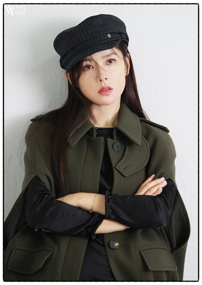 """Học ngay """"chị đẹp"""" Son Ye Jin cách dùng phụ kiện cho tóc xinh đẹp ấn tượng trong mùa Đông - 8"""
