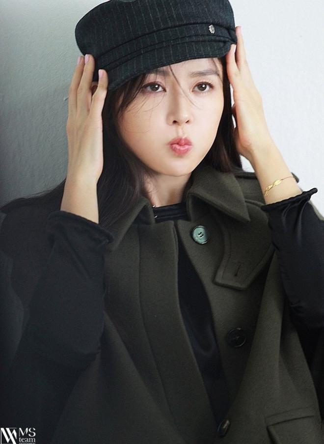 """Học ngay """"chị đẹp"""" Son Ye Jin cách dùng phụ kiện cho tóc xinh đẹp ấn tượng trong mùa Đông - 9"""