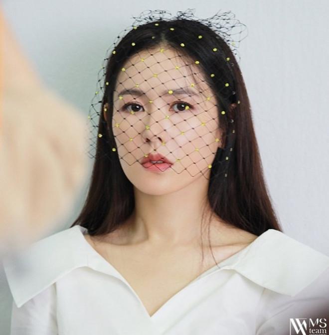 """Học ngay """"chị đẹp"""" Son Ye Jin cách dùng phụ kiện cho tóc xinh đẹp ấn tượng trong mùa Đông - 12"""