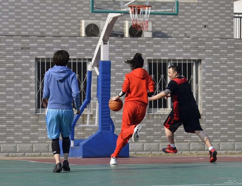 """""""Nữ thần bóng rổ"""" xứ Trung mặt xinh, chân dài nhưng ế vì muốn yêu """"người khổng lồ"""" - hình ảnh 3"""