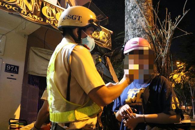 Dự tiệc liên hoan cuối năm, cô gái bị phạt 4,5 triệu đồng vì vi phạm quy định về nồng độ cồn - 2