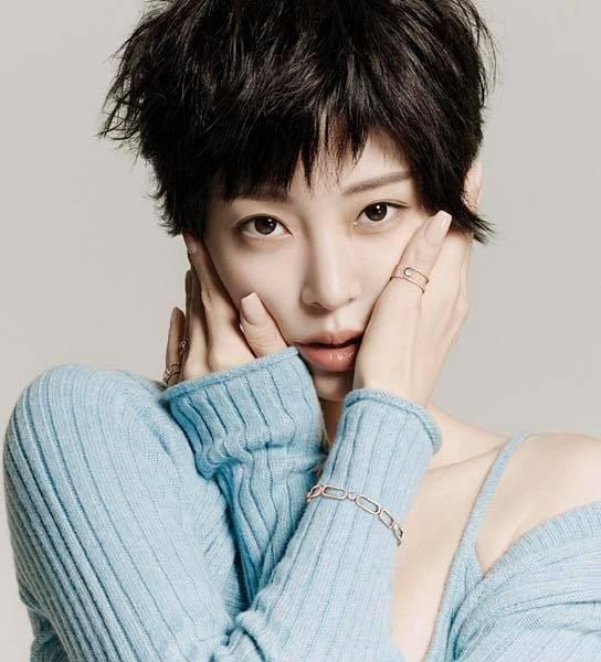 Nhan sắc quá đỗi trẻ trung của 'mỹ nhân thẩm mỹ' Han Ye Seul ở tuổi 41 - 2