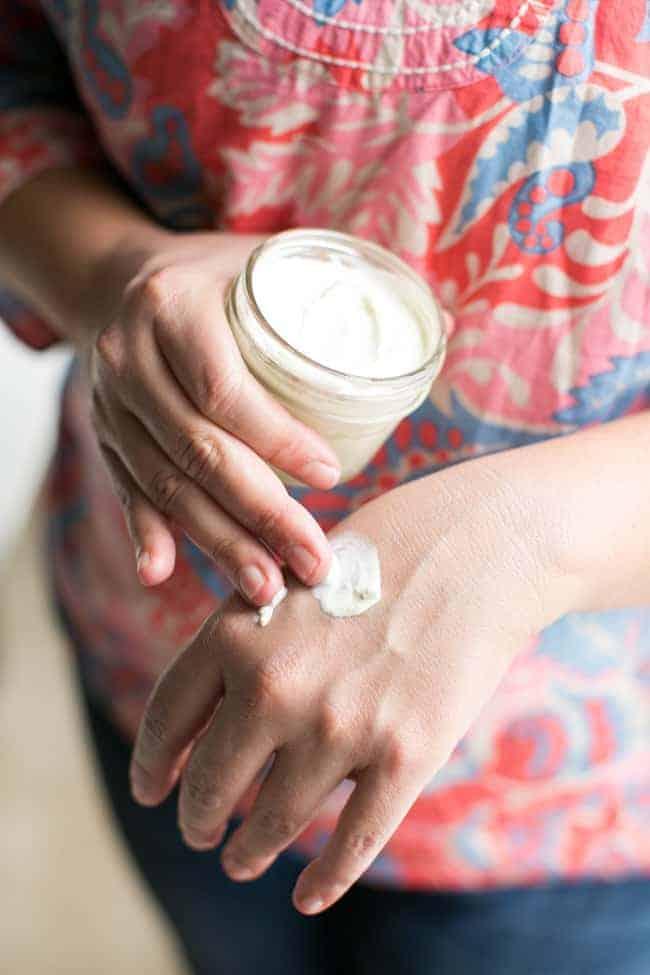Kem chống nắng từ trà xanh tự làm giúp da trắng hồng không sợ tia UV - hình ảnh 1
