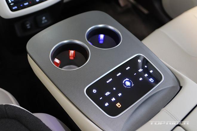 Ảnh thực tế Hyundai Palisade VIP với nội thất xịn xò không thua kém Maybach Anh-thuc-te-Hyundai-Palisade-VIP-voi-noi-that-xin-xo-khong-thua-kem-Maybach-10-1609779786-539-width660height440