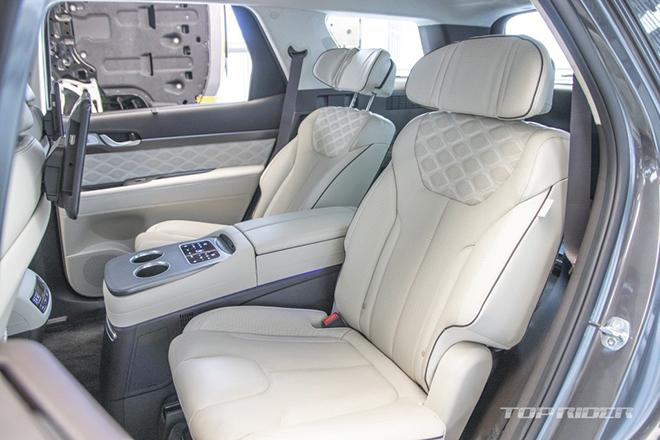 Ảnh thực tế Hyundai Palisade VIP với nội thất xịn xò không thua kém Maybach Anh-thuc-te-Hyundai-Palisade-VIP-voi-noi-that-xin-xo-khong-thua-kem-Maybach-5-1609779786-28-width660height440