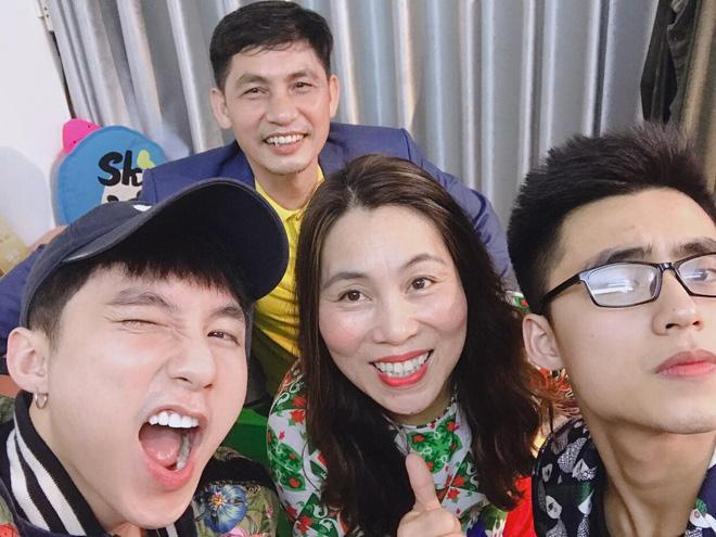 """Đăng 1 """"bức ảnh 18+"""", nam ca sỹ quê Thái Bình đã xác lập kỷ lục mới của facebook Việt? - hình ảnh 5"""