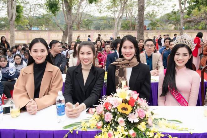Những hình ảnh đời thực giản dị và xinh đẹp của Hoa hậu Đỗ Thị Hà và hai á hậu