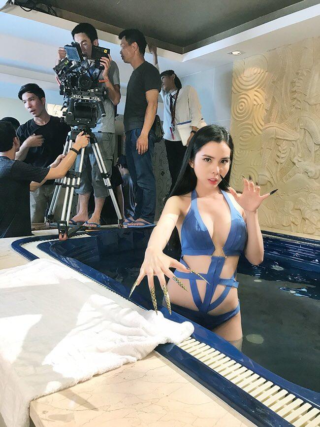 Hoa hậu Đồng Tháp chuyên trị đồ bơi cut out từ đời thực lên phim - 5