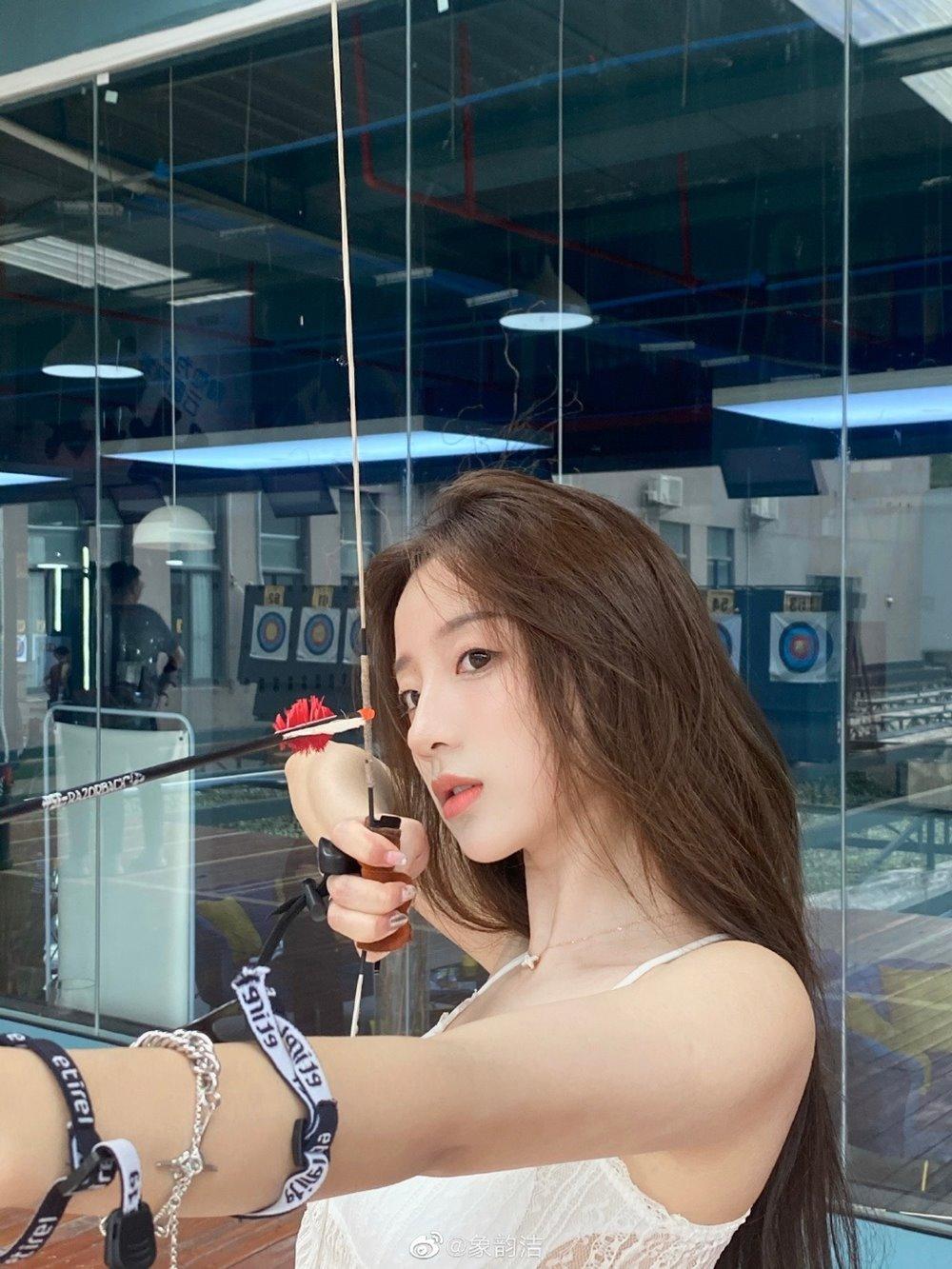 """Phát hiện """"nữ thần bắn cung"""" mới xứ Trung, mặc hở đầy tinh tế nhìn phía sau cũng mê hồn - hình ảnh 2"""