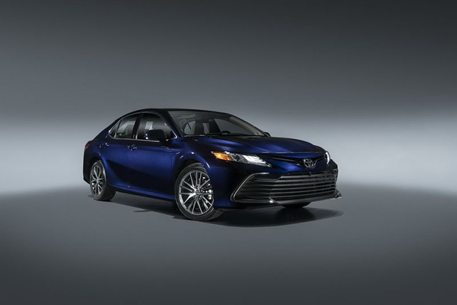 Rộ tin Toyota Camry 2021 sắp về Việt Nam, có thêm phiên bản thể thao XSE - 2