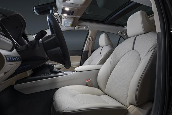 Rộ tin Toyota Camry 2021 sắp về Việt Nam, có thêm phiên bản thể thao XSE - 9
