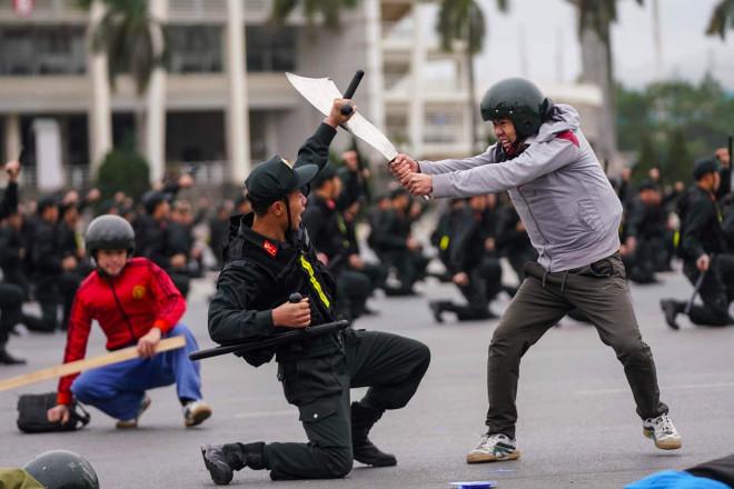 Cận cảnh diễn tập chống khủng bố bảo vệ nguyên thủ, bảo vệ Đại hội Đảng XIII - 7
