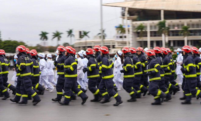 Cận cảnh diễn tập chống khủng bố bảo vệ nguyên thủ, bảo vệ Đại hội Đảng XIII - 10