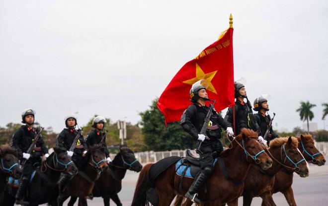 Cận cảnh diễn tập chống khủng bố bảo vệ nguyên thủ, bảo vệ Đại hội Đảng XIII - 8