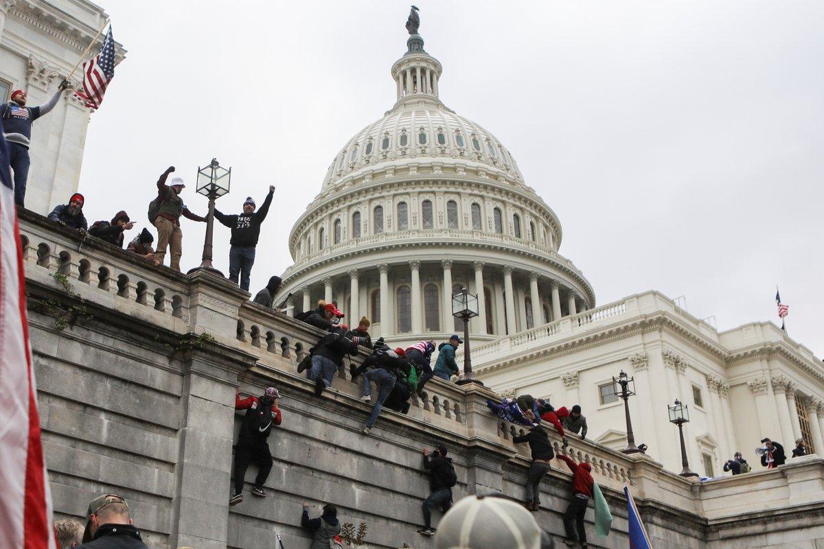 """Phát biểu """"sốc"""" từ những người ủng hộ ông Trump sau vụ bạo loạn"""