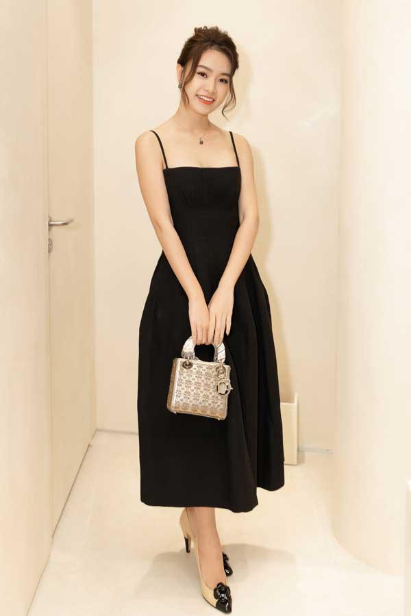 Mỹ Linh, Lương Thùy Linh, Trà Mi khoe vẻ đẹp lộng lẫy trong váy đơn sắc - hình ảnh 10
