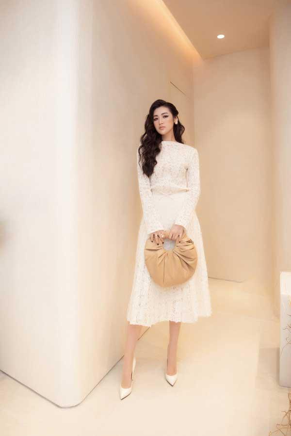 Mỹ Linh, Lương Thùy Linh, Trà Mi khoe vẻ đẹp lộng lẫy trong váy đơn sắc - hình ảnh 2