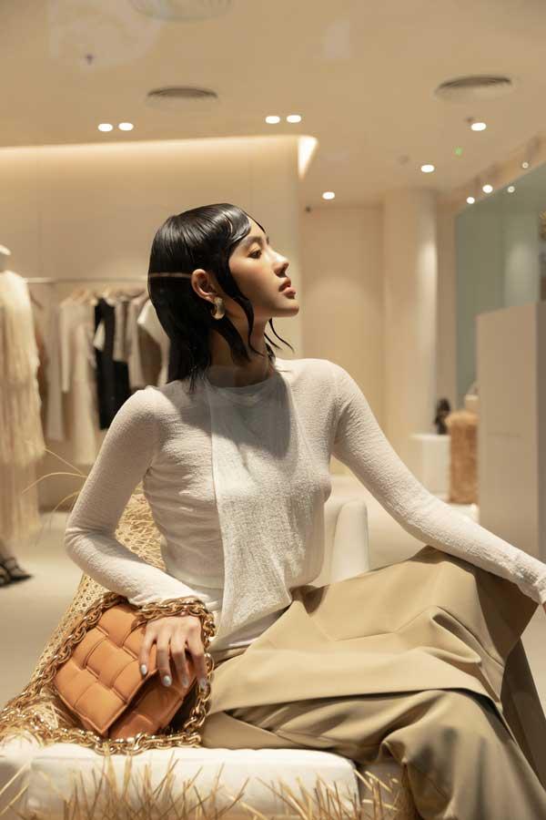 Mỹ Linh, Lương Thùy Linh, Trà Mi khoe vẻ đẹp lộng lẫy trong váy đơn sắc - hình ảnh 5