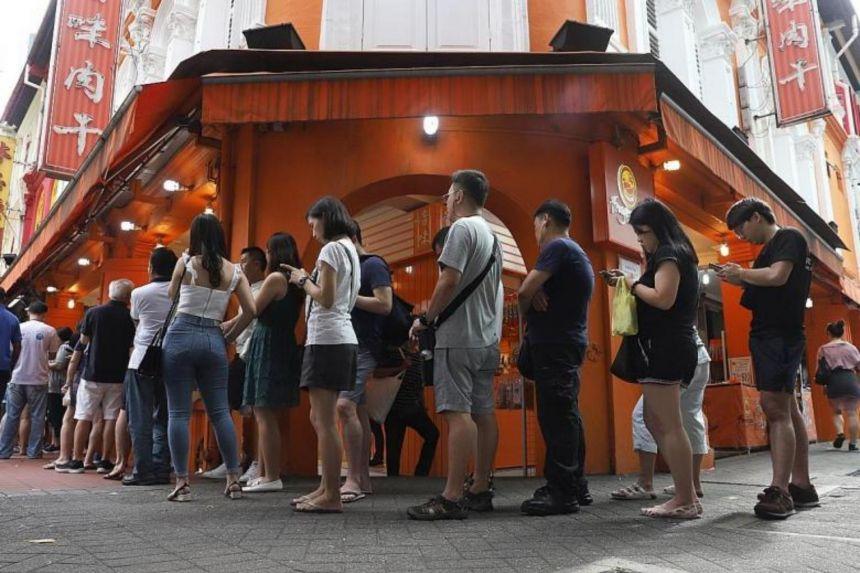Lần đầu tiên trong lịch sử, tiệm đồ ăn Tết nổi tiếng không còn người xếp hàng mua - 1