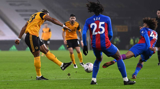 """Video Wolves - Crystal Palace: """"Bò mộng"""" Traore ghi siêu phẩm định đoạt - 1"""