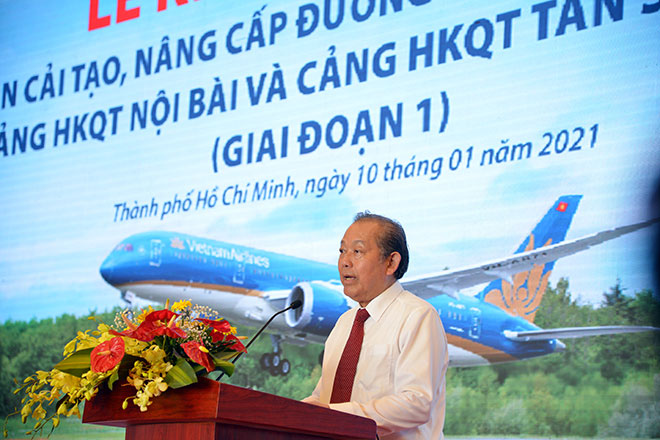 Chuyến bay đầu tiên hạ cánh xuống đường băng 2.000 tỷ đồng ở sân bay Tân Sơn Nhất - hình ảnh 6