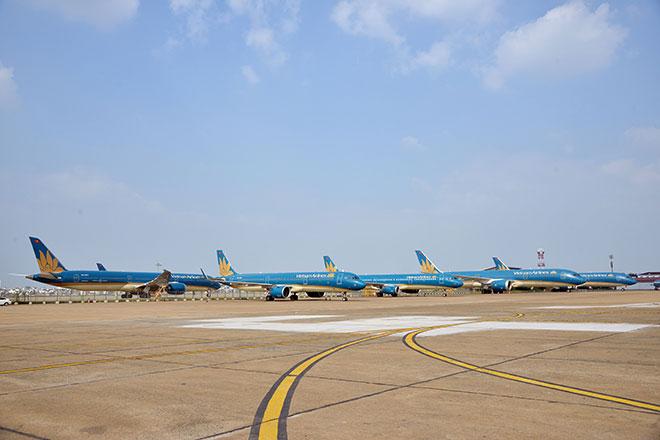 Chuyến bay đầu tiên hạ cánh xuống đường băng 2.000 tỷ đồng ở sân bay Tân Sơn Nhất - hình ảnh 8