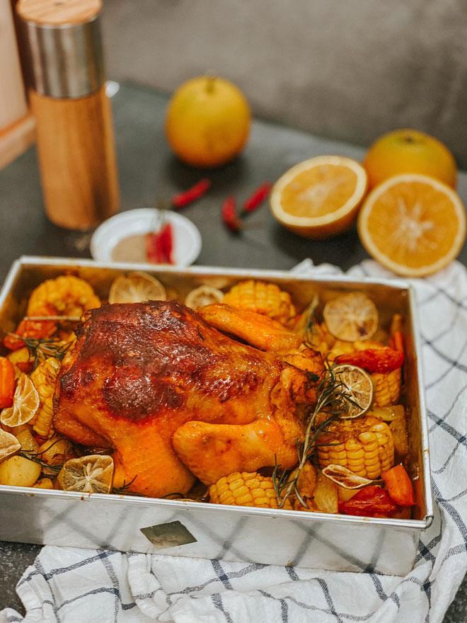 Gà nguyên con nướng cam, rau củ quả thơm ngon đủ chất - 1